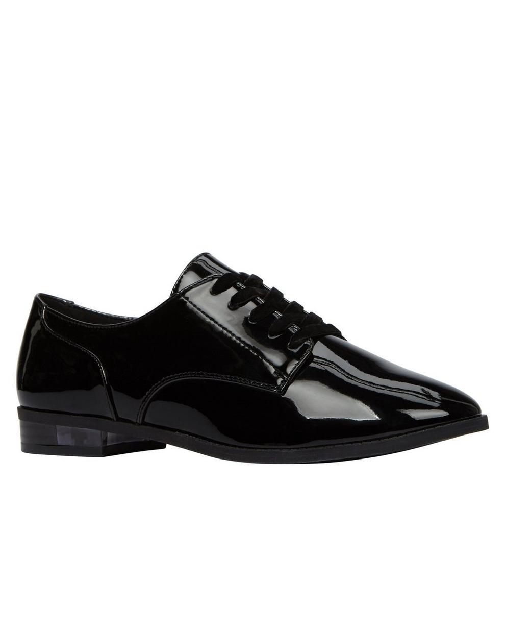 Chaussures noires stylées - avec un enduit brillant - call